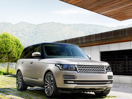 2013-Land-Rover-Range-Rover-Front-Angle