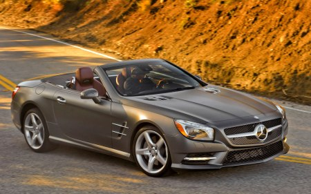2013-Mercedes-Benz-SL550-front-side-view